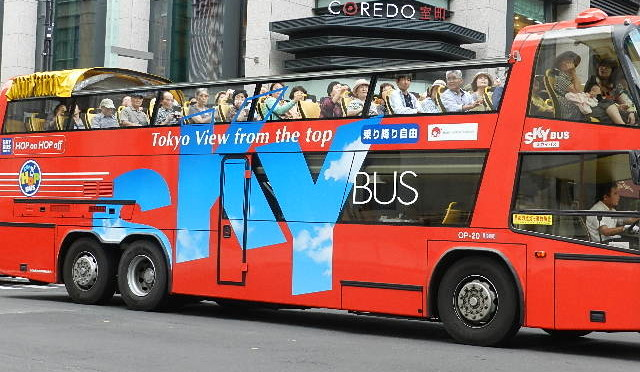 都内見学はオープンスカイバスで
